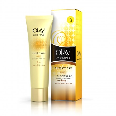 OLAY ESSENTIAL MOISTURIZING LOT